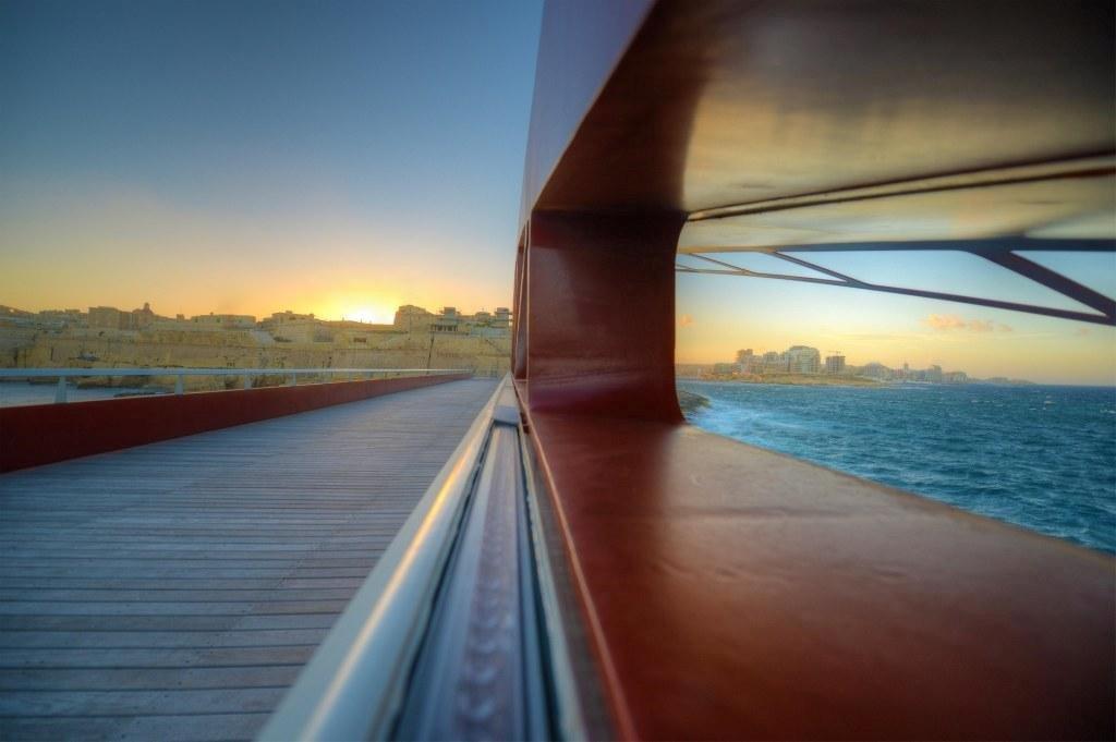 41-Valletta-Bridge-AM-2013-009
